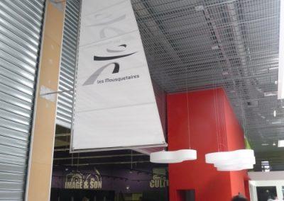 communication visuelle sur tissu imprimé pour une enseigne de supermarché