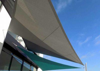 Voile d'ombrage sur terrasse (couleur galet, béton, Hawaï)