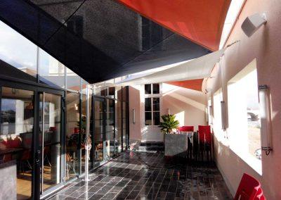 Voile d'ombrage sur enrouleur bicolore à Angers