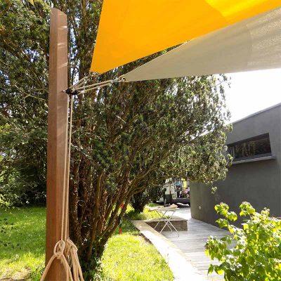 Mât en bois ipé avec cordage chanvre