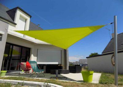 voile-ombrage-triangulaire-couleur-anis-sur-emmagasineur